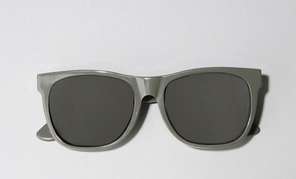 Super-Grey-Wayfarer-Sunglasses-1