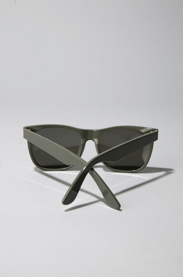 Super-Grey-Wayfarer-Sunglasses-3