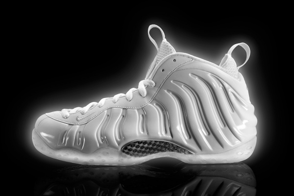 nike-unveils-the-white-on-white-air-foamposite-one-001