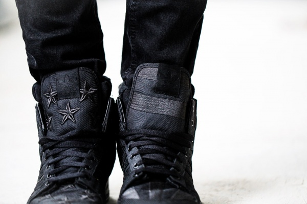 a-closer-look-at-the-aap-rocky-x-adidas-originals-by-jeremy-scott-js-wings-2-0-black-flag-3